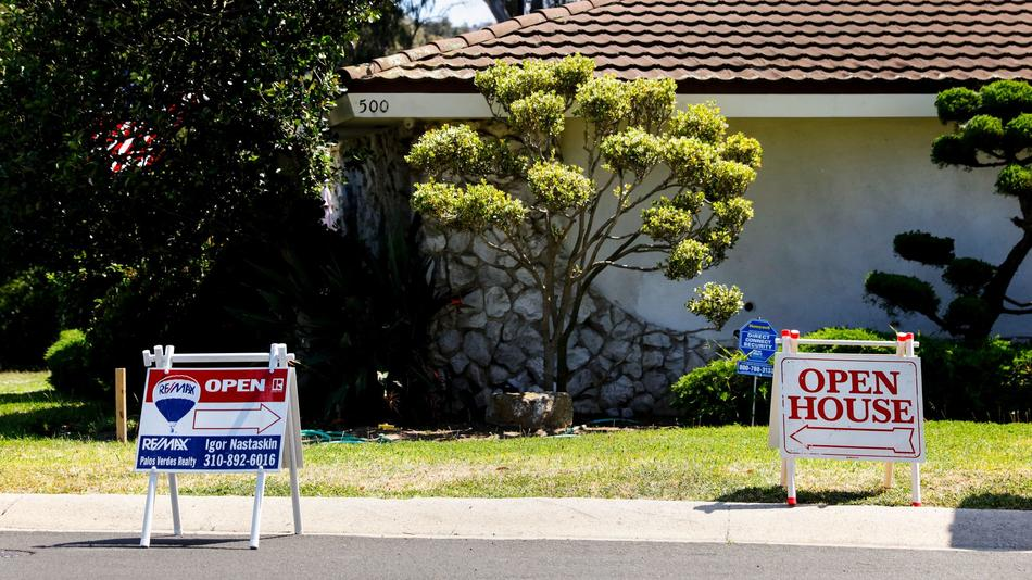 Southern California home prices surge, tying an all-time high